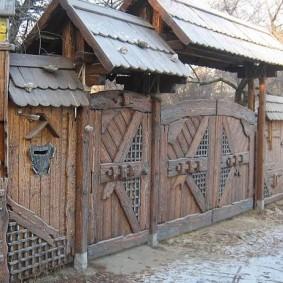 забор из горбыля фото варианты
