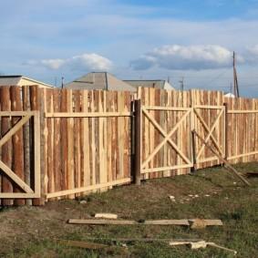 забор из горбыля фото обзор