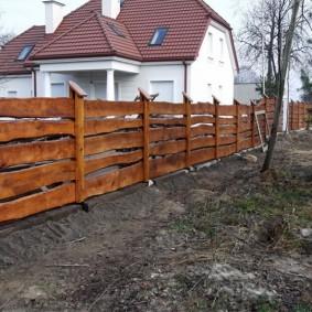 забор из горбыля дизайн идеи