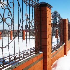 забор из кирпича дизайн идеи