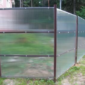 забор из поликарбоната оформление