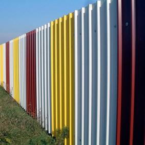 забор из профлиста цветной