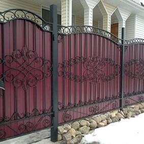 забор из профлиста декор