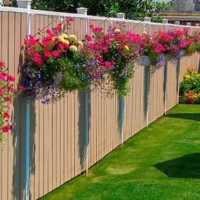 забор из профлиста декор цветами