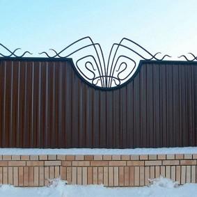 забор из профлиста идеи декора