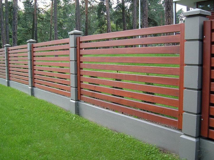 Современный деревянной забор в стиле кросс