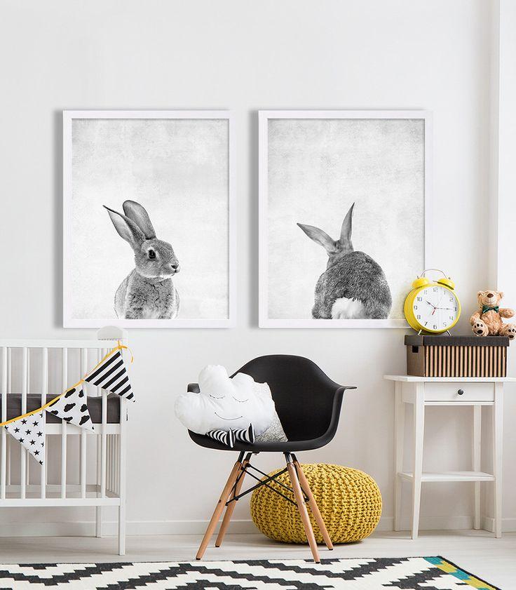 Заяц на черно-белых постерах в детской комнате