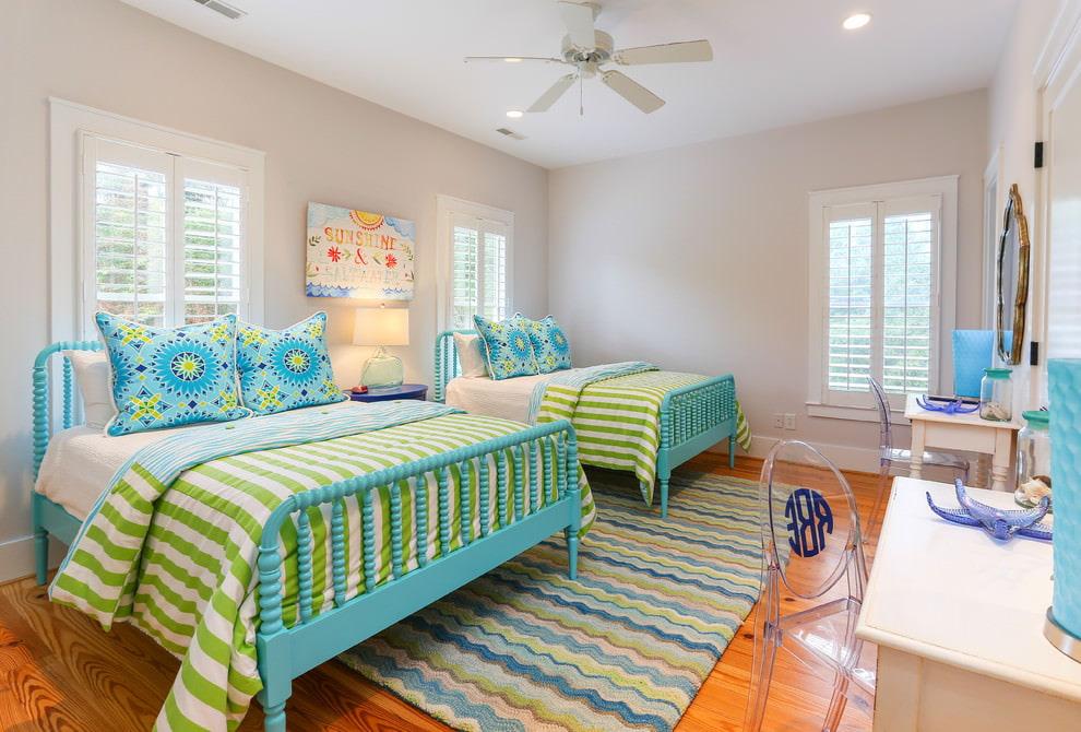 Сочетание зеленого с бирюзовым в детской спальне