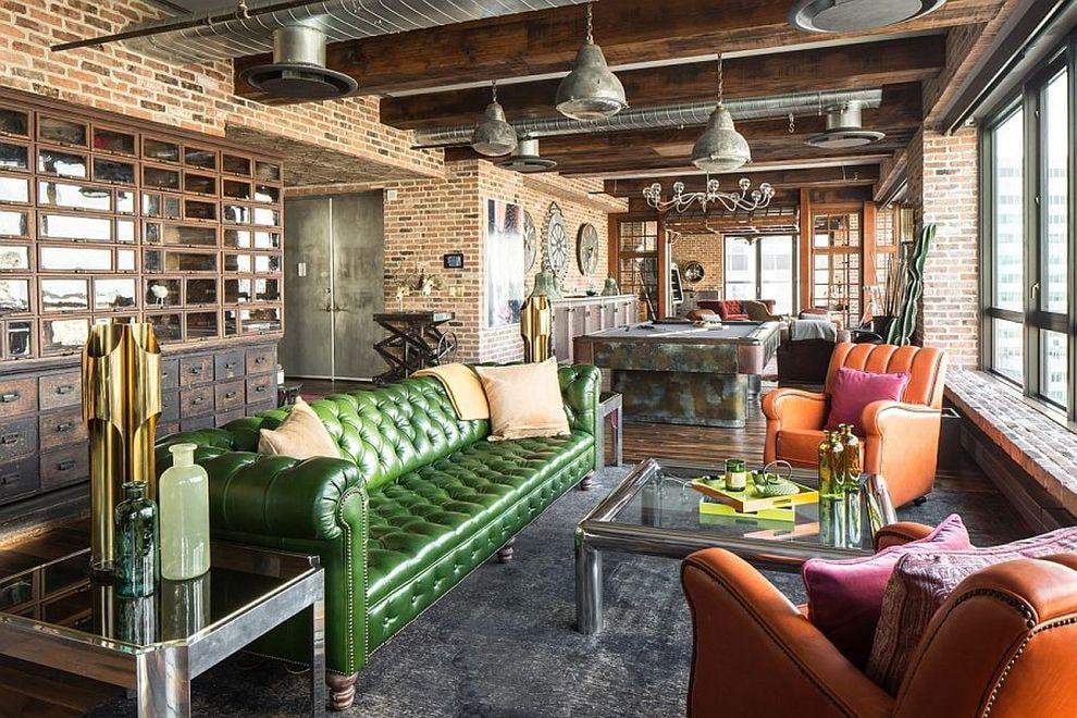 Зеленый диван в лофтном интерьере