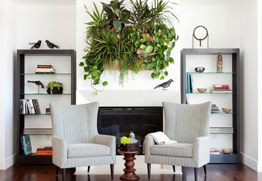 Зона отдыха гостиной с живой картиной из зеленых растений