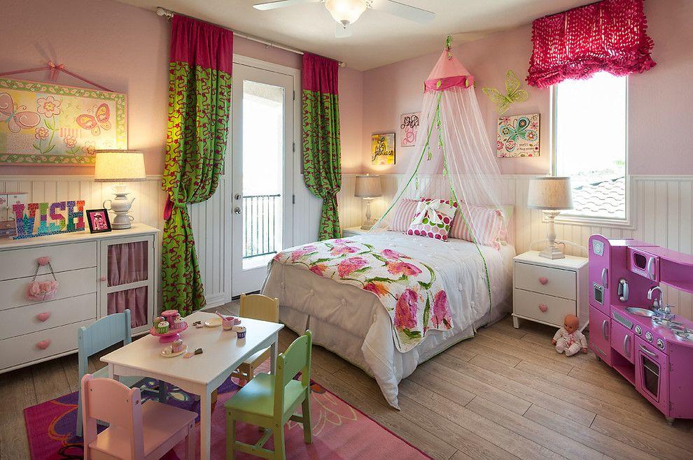 Балдахин с потолочным держателем в спальне девочки