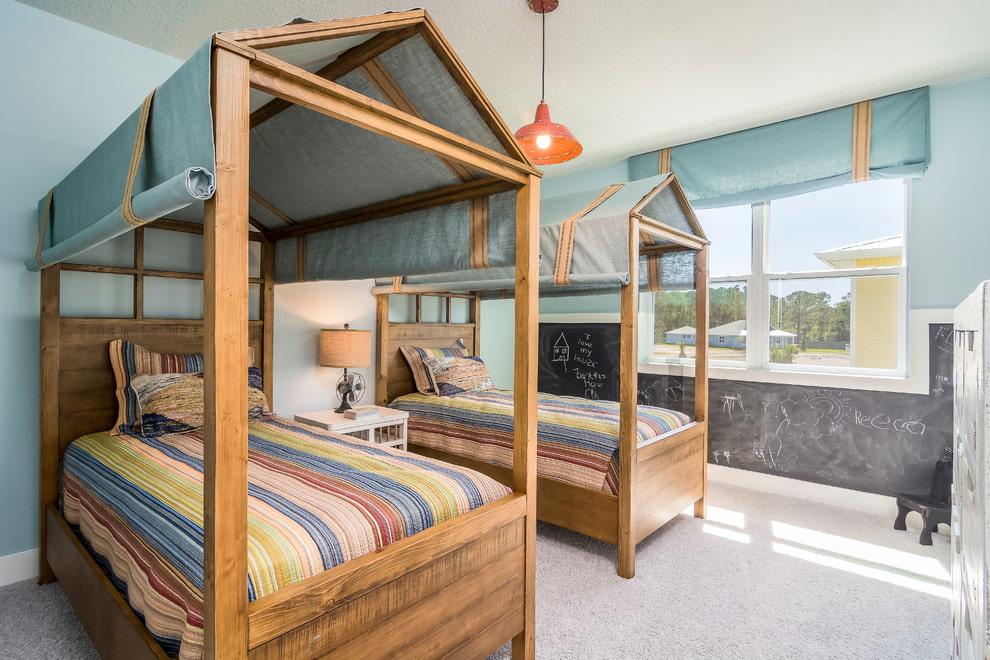 Балдахин на деревянном каркасе детской кровати