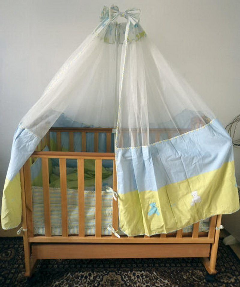 Комбинированный балдахин по периметру кроватки для малыша