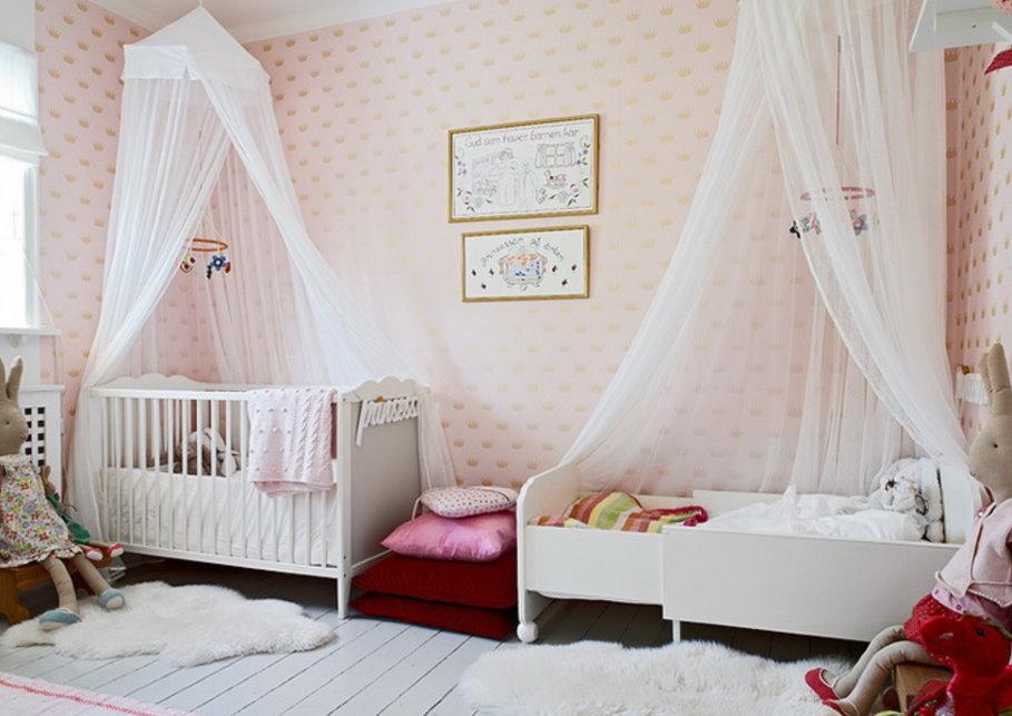 Белые балдахины с креплением на потолке детской