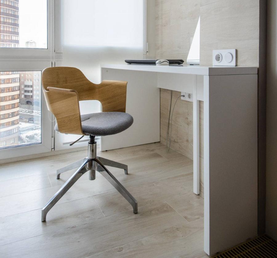Офисный стул с удобными подлокотниками