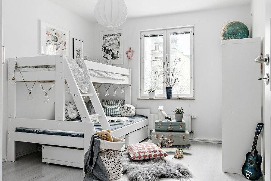 Белая детская комната в скандинавском стиле