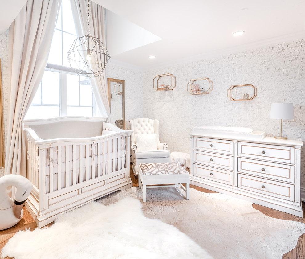 Светлая комната для маленького ребенка