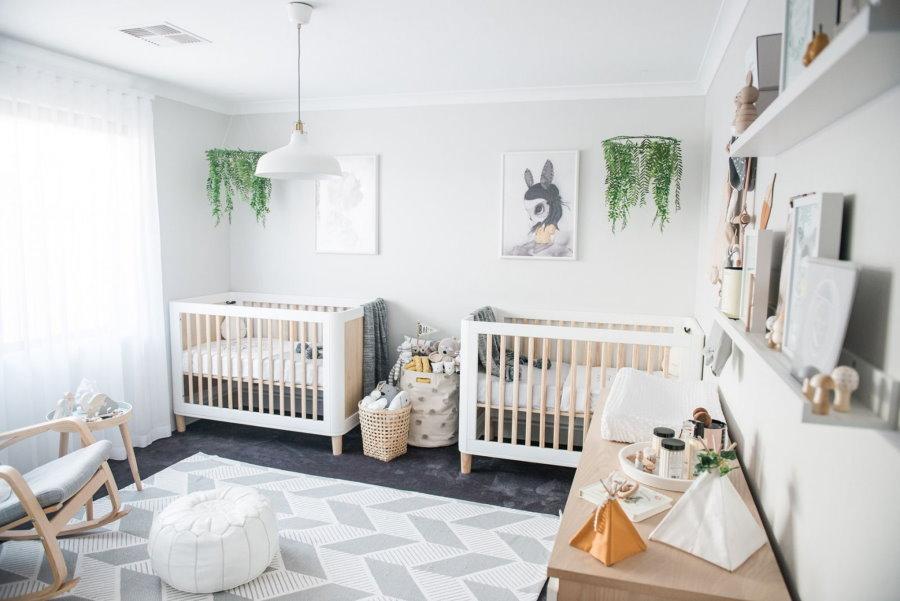 Белая детская комната для двойняшек
