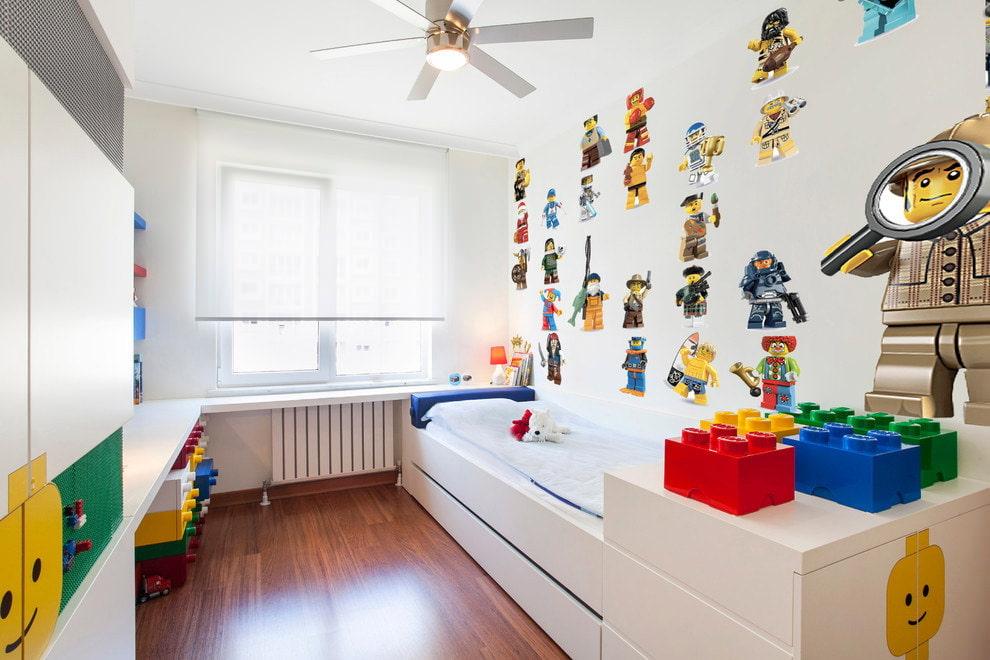 Интерьер светлой комнаты для мальчика