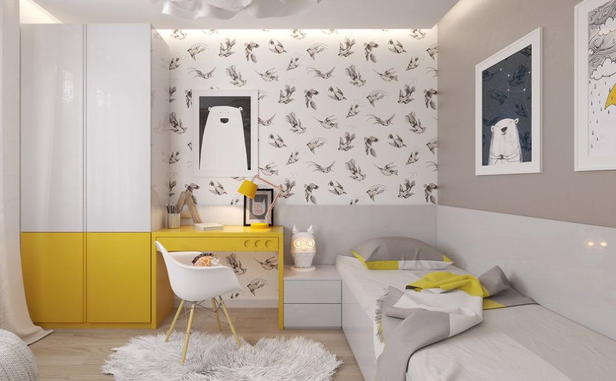 Желтые акценты в белой детской комнате