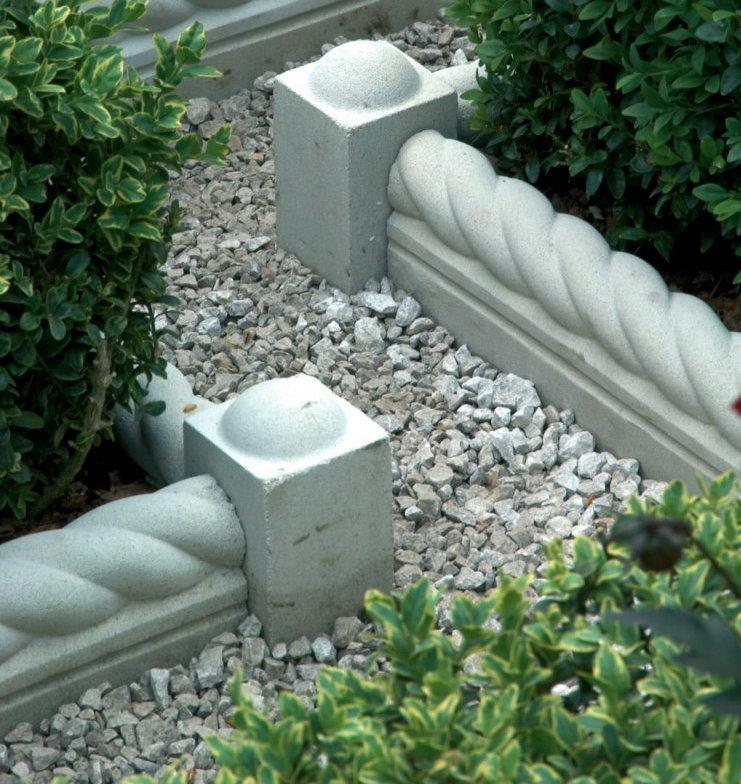 Бетонные бордюры на садовых клумбах