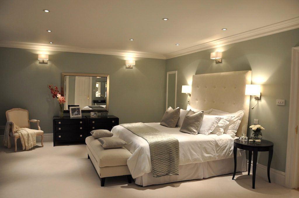 Освещение спальни с помощью настенных светильников