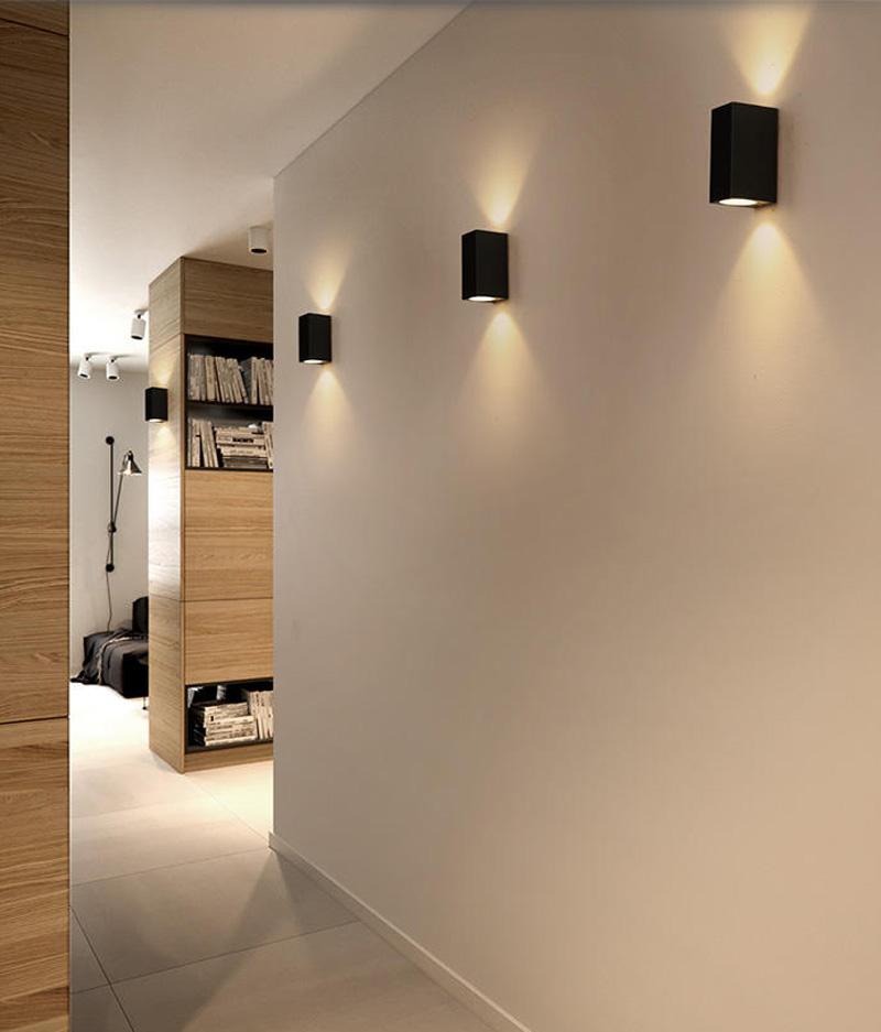 Черные светильники в пластиковом корпусе