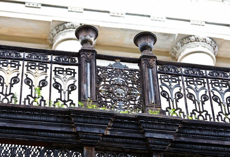 Чугунное ограждение балкона в классическом стиле