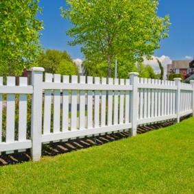 декоративный забор для сада оформление фото
