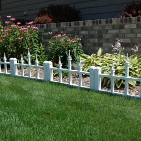 декоративный забор для сада оформление идеи
