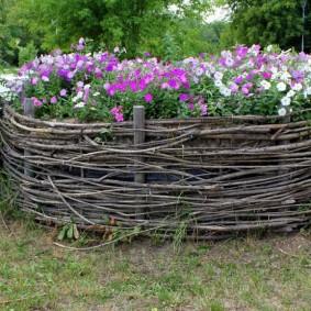 декоративный забор для сада идеи фото