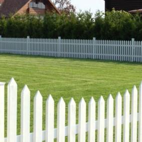 декоративный забор для сада варианты дизайна