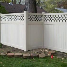 декоративный забор для сада варианты декора