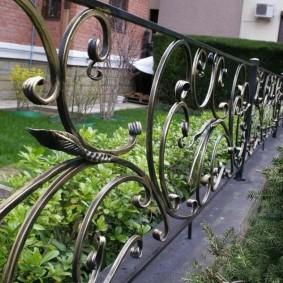 декоративный забор кованый