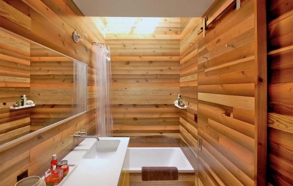 Отделка деревянными панелями стен ванной комнаты
