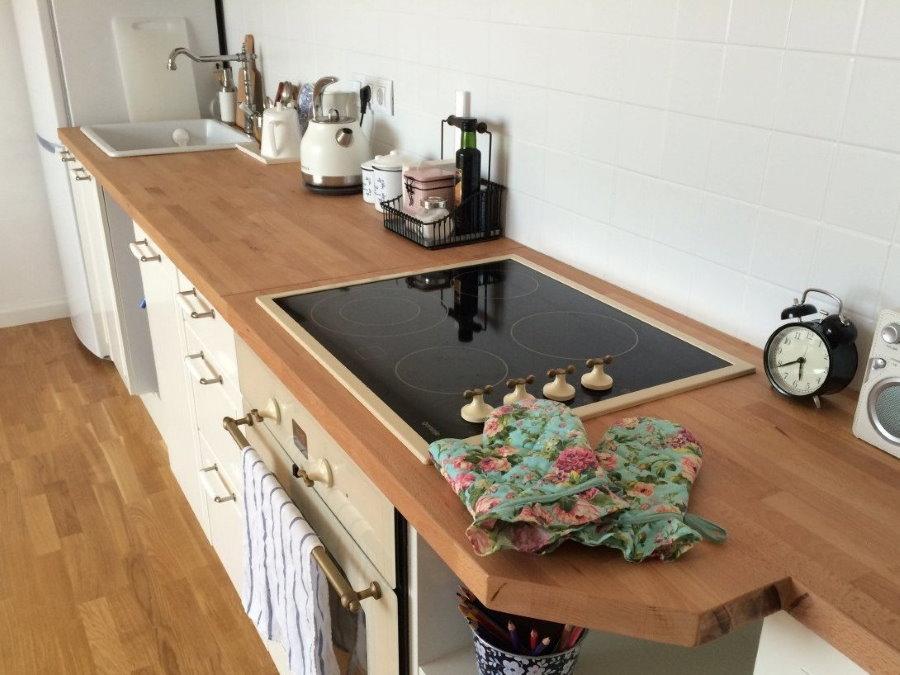 Индукционная плита в деревянной столешнице
