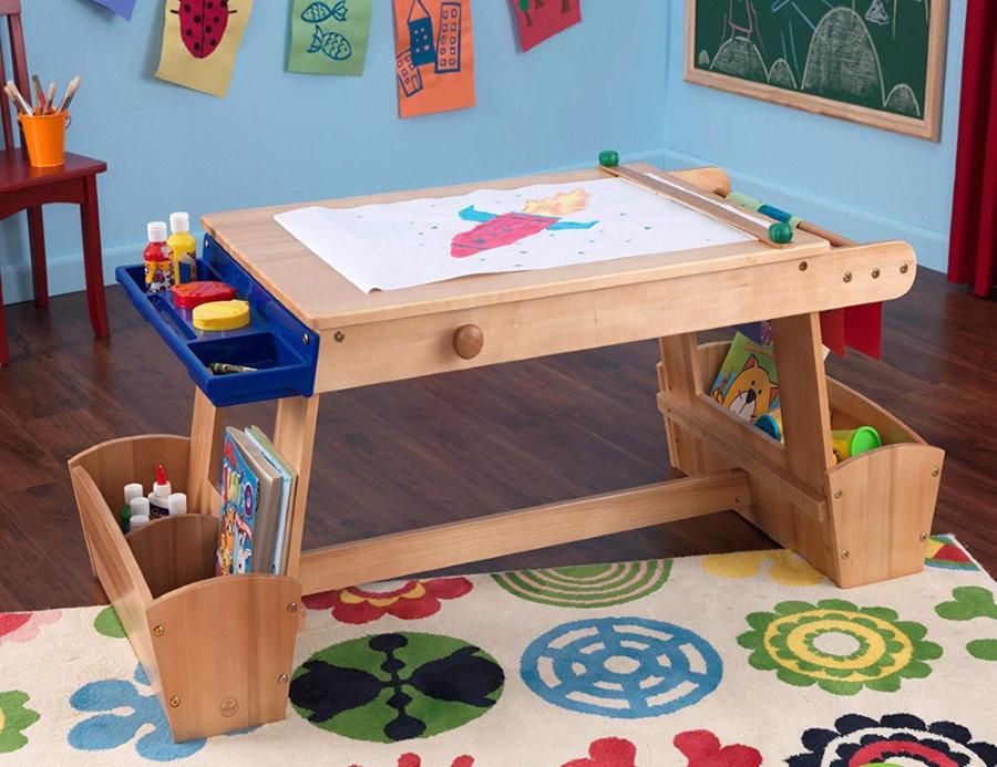 Детский столик из массива для рисование и лепки