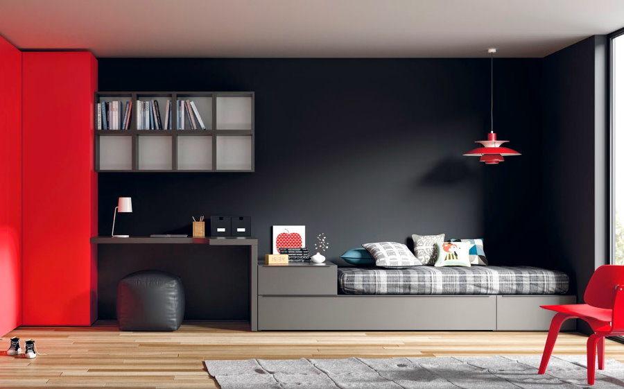 Серая кровать в комплекте с красным шкафом