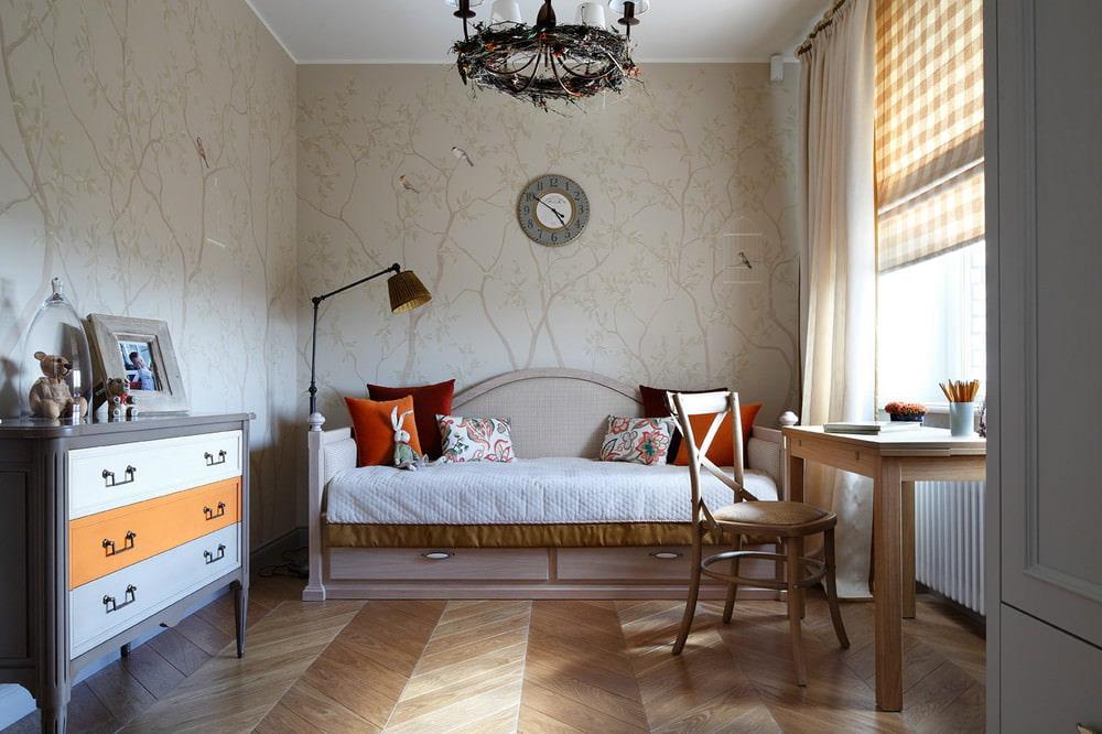 Уютный интерьер детской в трехкомнатной квартире
