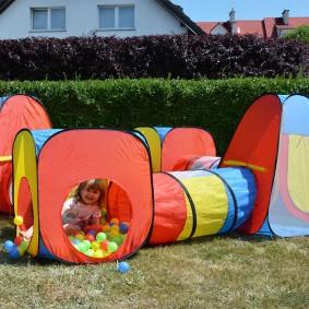 детский домик с туннелем с шариками