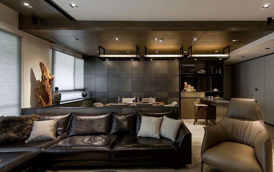 Раскладной диван в кухне-гостиной мужчины
