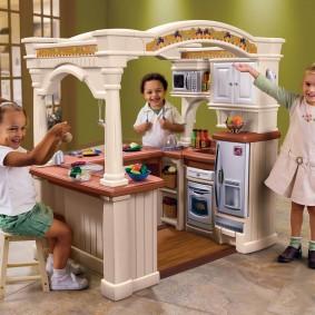 домик для девочки с кухней