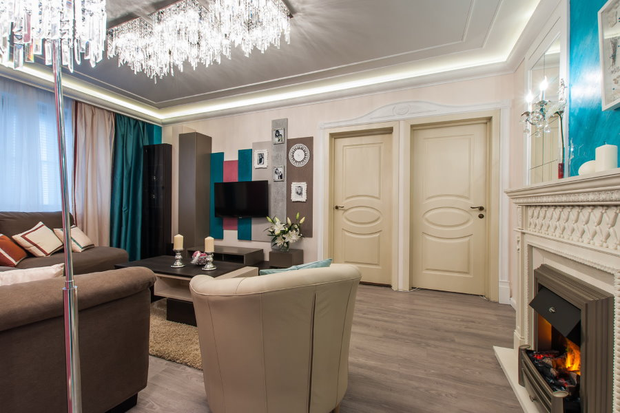 Ламинированный пол в гостиной проходного типа