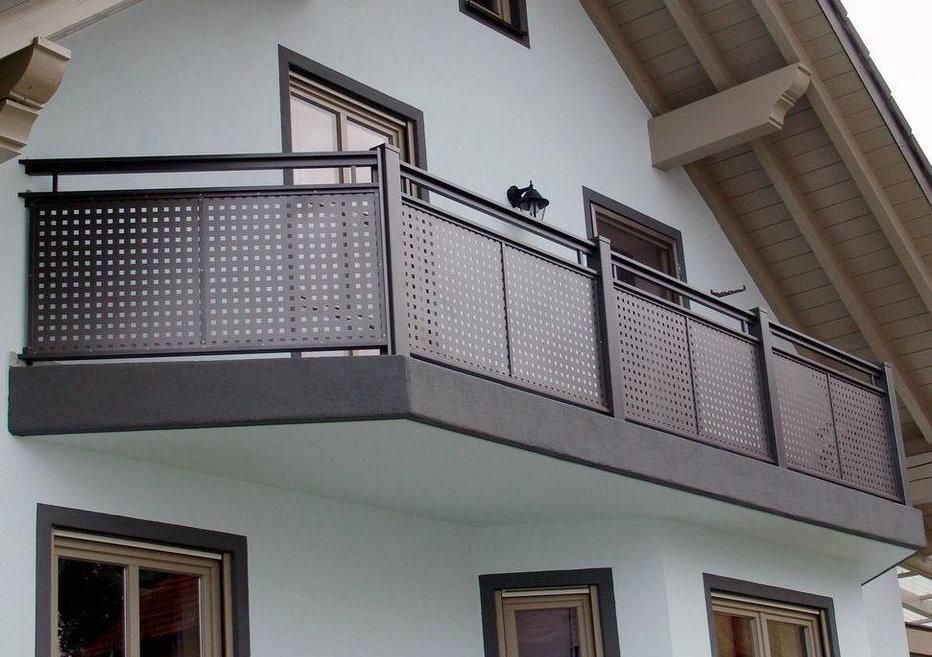 Внешний вид балкона с экранным ограждением