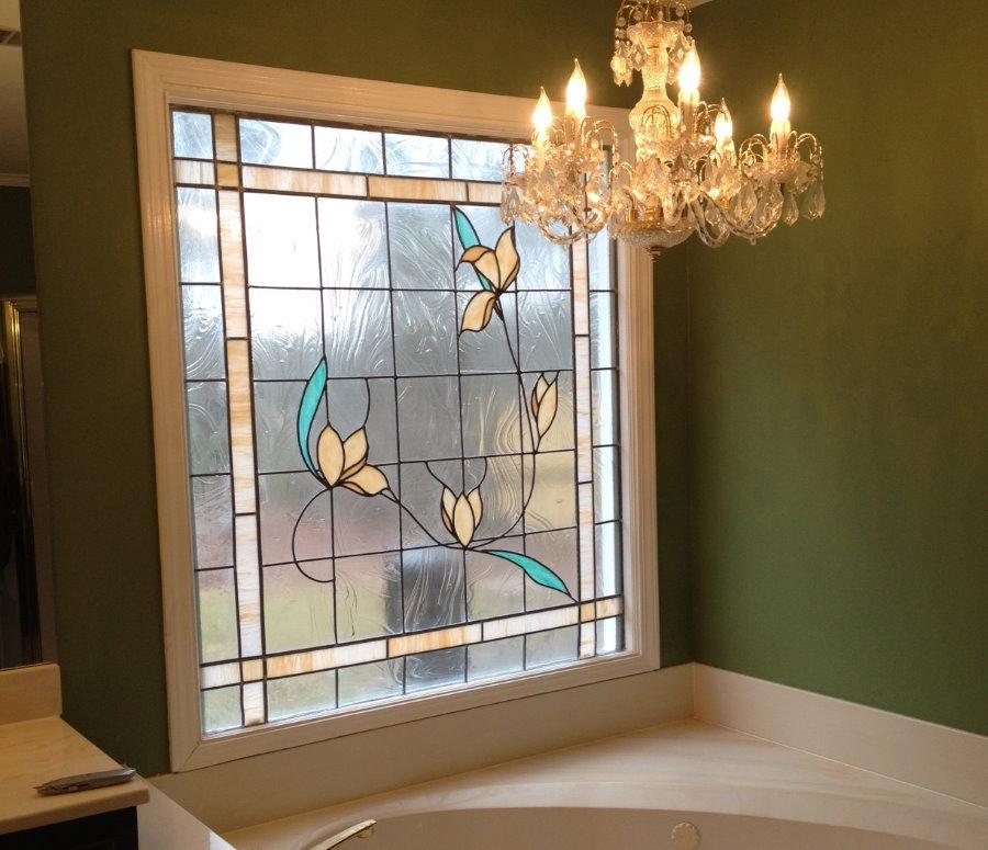 Фальш-окно в интерьере ванной комнаты
