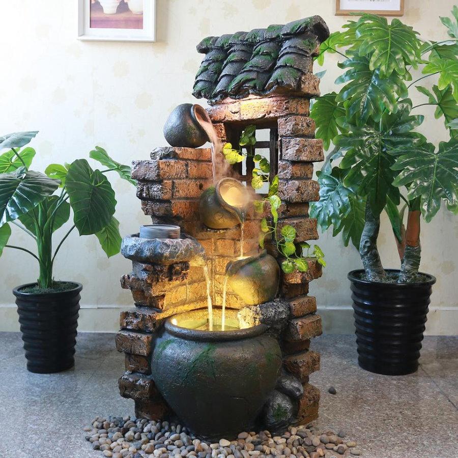 Декоративный фонтан с подсветкой в гостиной комнате