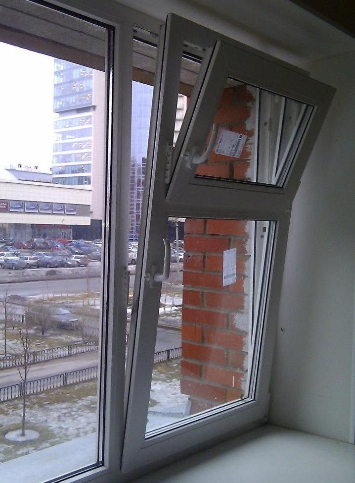 Пластиковое окно с форточкой для проветривания балкона