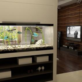 Перегородка с аквариумом в загородном доме