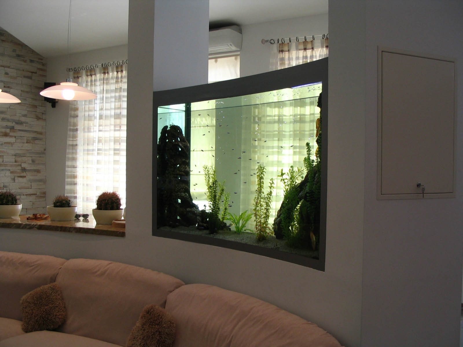 Перегородка в квартире фото с аквариумом