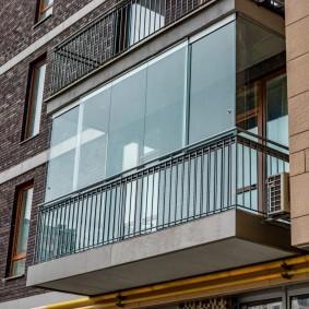 Современный балкон с панорамным остеклением